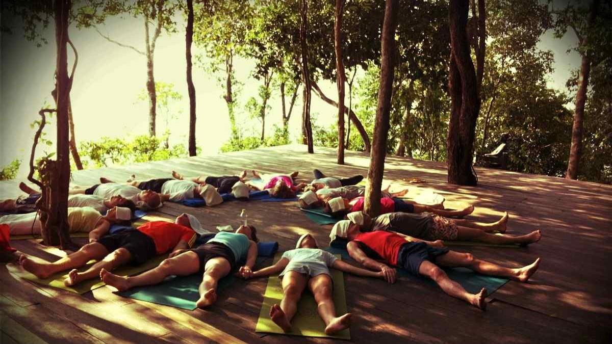 yoga-class-shavasana-circle2